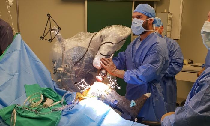 Ρομποτικά υποβοηθούμενη Αρθροπλαστική Γόνατος και Ισχίου με το σύστημα ΜΑΚΟ